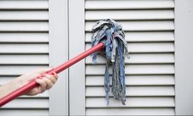 Consigli fai da te per pulire le tapparelle di casa
